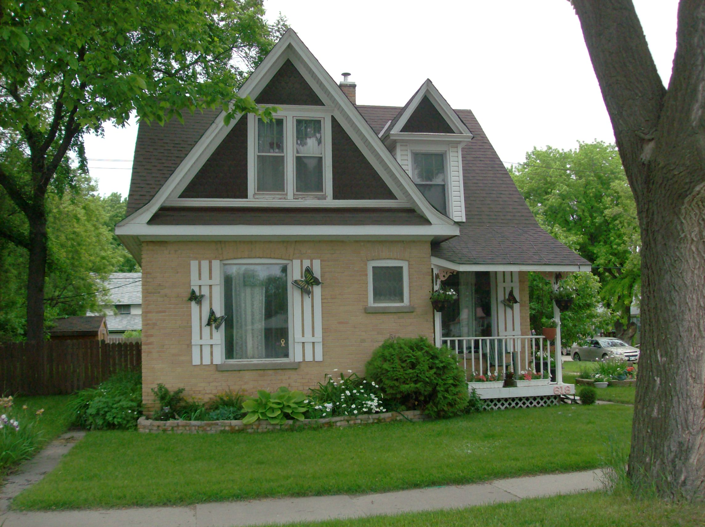 Heritage houses three bricks in portage la prairie for Gardenia home
