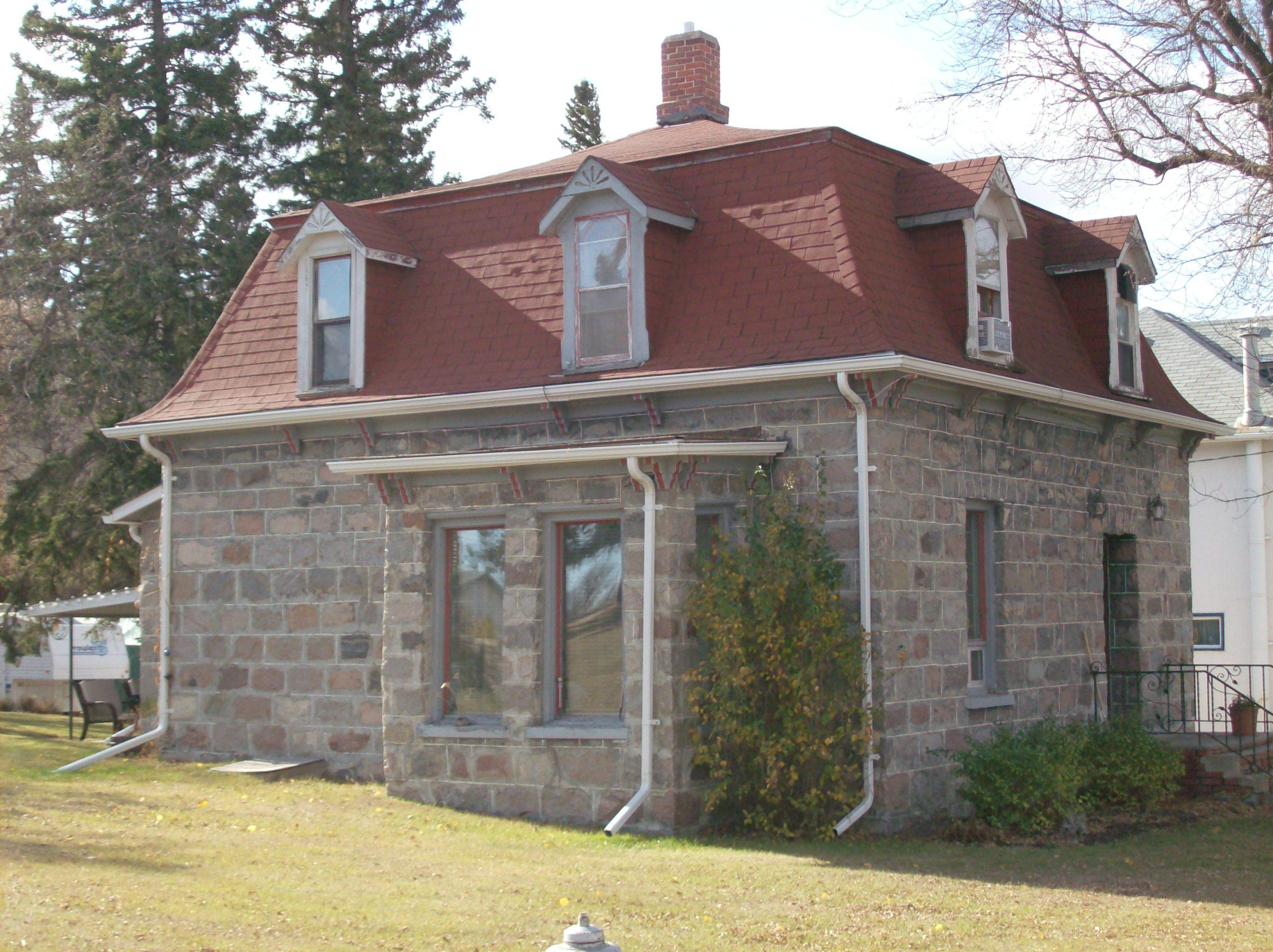 Manitoba heritage house fieldstone mansard readreidread for Fieldstone house
