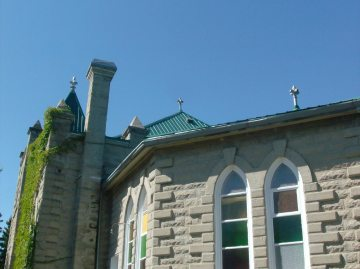 Roofline with pinnacles